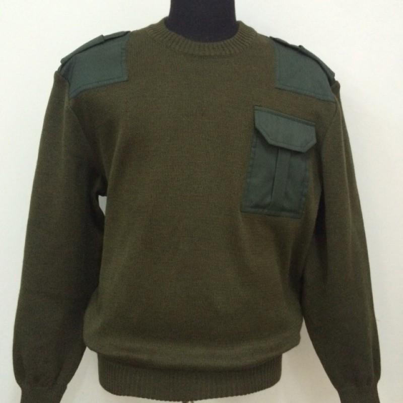 Джемпер (свитер) с накладками оливковый вырез под горло круглый