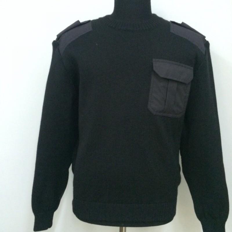 Джемпер (свитер) с накладками черный вырез под горло